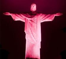 Cristo iluminado no Outubro Rosa